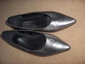 Ladies low heel