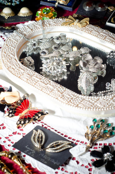 wanted costume jewellery and vintage clothing pre