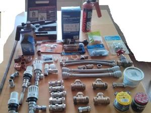 Plumbing bits and pieces. A collection of plumbing bits and pieces: