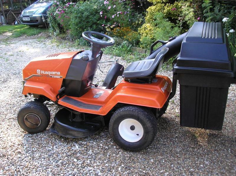 husqvarna lt112 tractor mower maidstone expired. Black Bedroom Furniture Sets. Home Design Ideas
