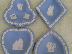 STUNNING SET OF 4 WEDGEWOOD SMALL DISHES IN MINT CONDITION PERFECT FOR ANY COLLECTOR OR CARD FAN
