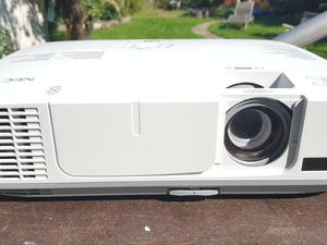 HD Projector - Amazing for movies, PS4, Xbox One, Wii, Gaming Laptops