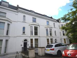 2 bedroom flat in Clifton