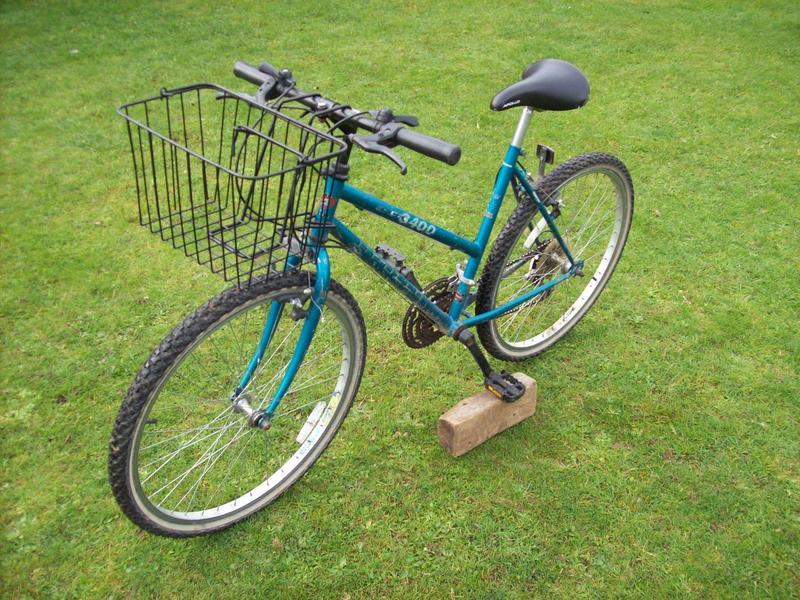 Apollo 3400 Mountain Bike 26 Wheels 20 Frame With