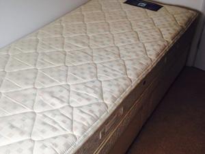 Single posturepedic duvan bed