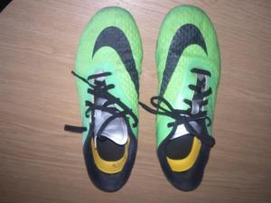 NIKE HYPERVENOM FOOTBALL BOOTS SIZE 5.5