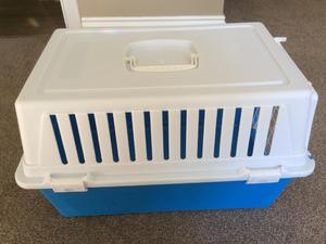 CAT OR SMALL DOG  CARRIER/BOX