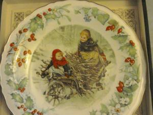 Victoria and Albert Museum 1990 Christmas Plate