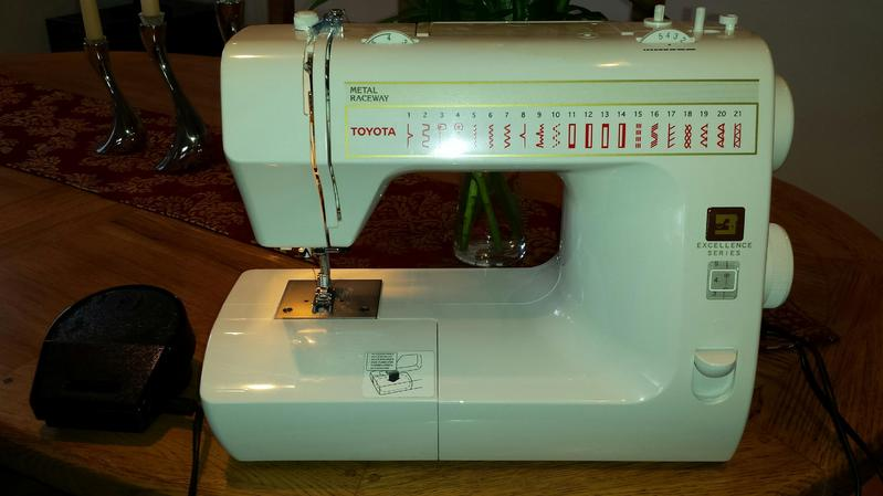 Hardly used toyota rs2000 sewing machine in bishop 39 s for Machine a coudre toyota rs2000