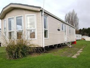 Luxury static caravan for sale by the sea in Essex