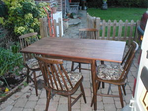 Dinette Dining Table and 4 Matching Chairs