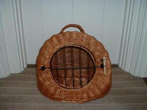 Wicker igloo cat carrier