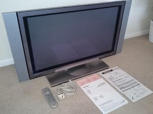 Hitachi 32 inch television. A very high quality TV. COST £2000 NEW>