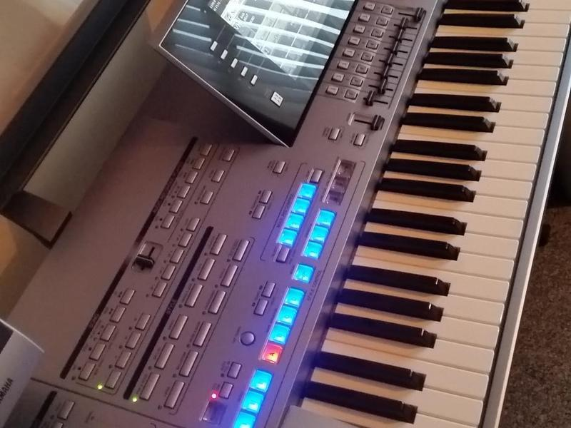 yamaha tyros 3 keyboard mint condition in brierley hill. Black Bedroom Furniture Sets. Home Design Ideas