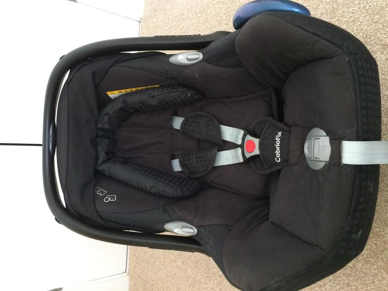 maxi cosi cabriofix car seat with maxi cosi easy base 2 for sale in eastbourne expired friday ad. Black Bedroom Furniture Sets. Home Design Ideas