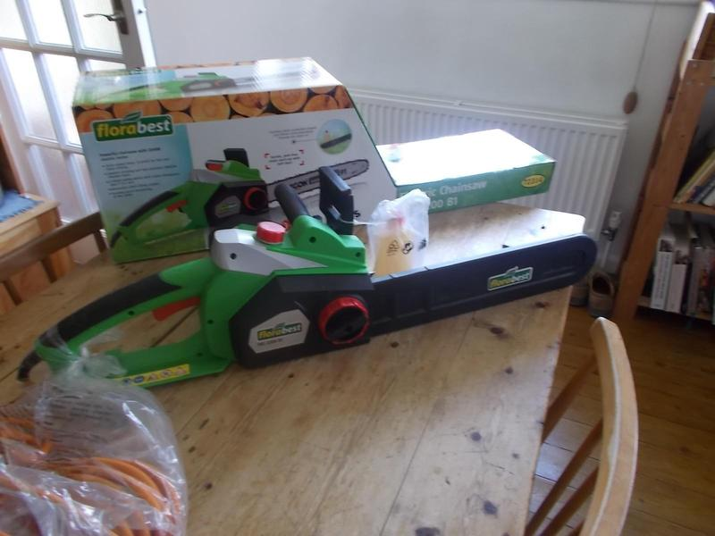 Electric chainsaw uckfield friday ad for Gardening tools uckfield