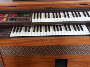 Used keyboards and pianos for sale in uk friday ad for Yamaha psr e423 for sale