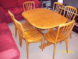 Table Top Dishwasher Redhill : SOLID OAK EXTENSION TABLE & 6 CHAIRS. in Aldershot