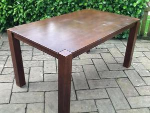 Round Dining Table in Redhill Friday-Ad