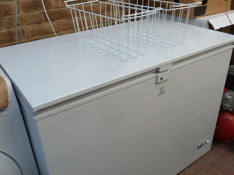 Zsi Chest Freezer Suitable For Use In A Garage Or Out Building