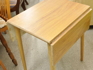 SALE NOW ON!! Drop Leaf Kitchen Table - Local Delivery £19  in Lancing