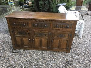 SOLID OAK TOP QUALITY OLD CHARM SIDEBOARD in Brighton