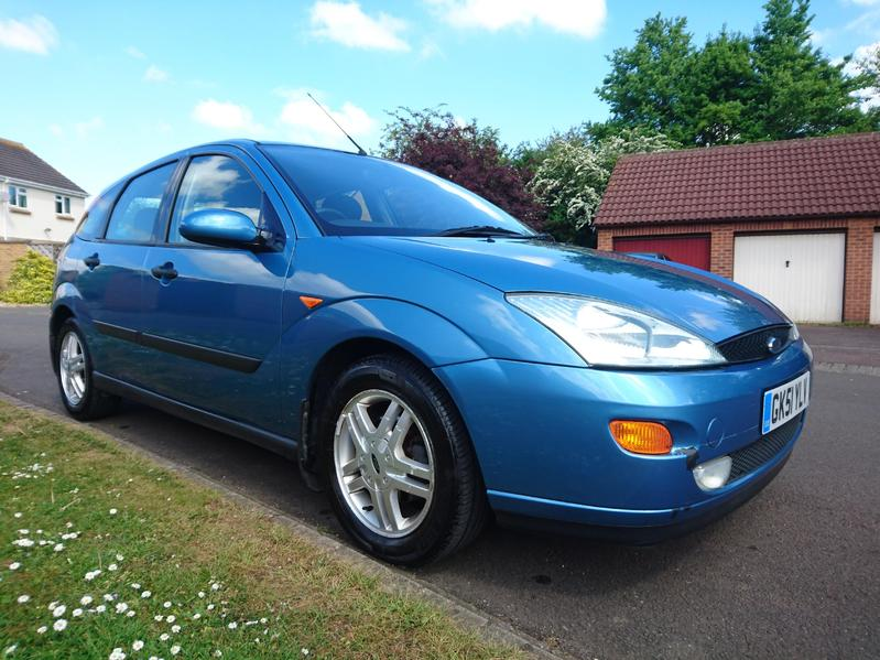 blue ford focus mk1 zetec 2001 hatchback 1 6 petrol manual 115300 mileage 5 door in bath sold. Black Bedroom Furniture Sets. Home Design Ideas