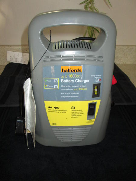 Halfords Car Battery Charger For Larger Engines Up To