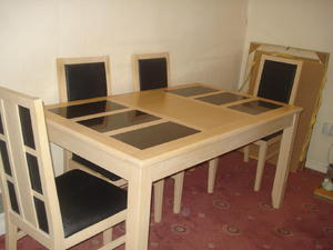 BEUTIFUL DINING TABLE AND CHAIRS In Bognor Regis