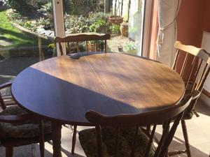 Round Oak Extendable Dining Table With 2 Carver Chairs 4 Spindl